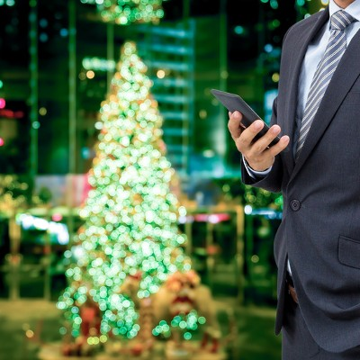 These Smartphones May Make Your Holiday Season Brighter